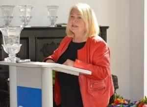Birgit Wöllert (DIE LINKE), Abgeordnete im Deutschen Bundestag hält die Sieger-Laudatio