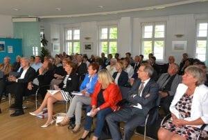 Gebannte Stimmung: Rund 70 Gäste waren zur Preisverleihung ins IBA-Studierhaus gekommen