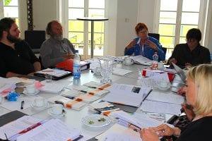 Tisch voller Geschichten: Den Jury-Teilnehmern fiel die Entscheidung nicht leicht