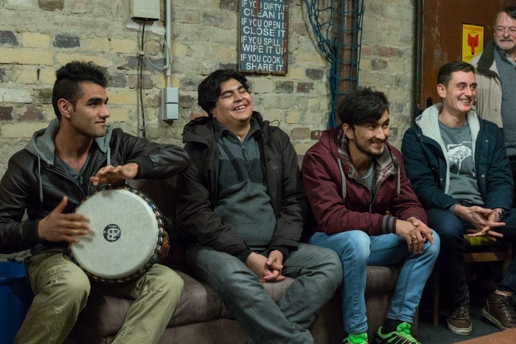 Erzählsalon beim Buntrock e.V. in Lauchhammer mit Flüchtlingen: Was wir in Lauchhammer mit Musik machen (22.02.2016) - 4