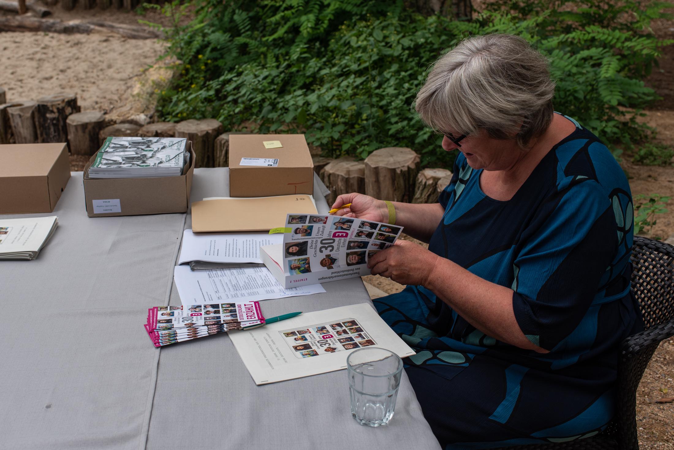 Katrin Rohnstock signiert die neuen Bücher